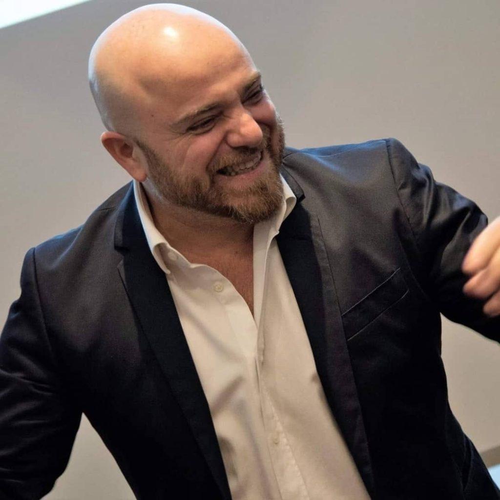 Renato Ritucci è Vocal, Mental Coach e Trainer presso Ekis: se stai cercando un mental coach sei nel posto giusto per scoprire come migliorare la concentrazione e come migliorare i risultati professionali. Aumentare le performance lavorative.
